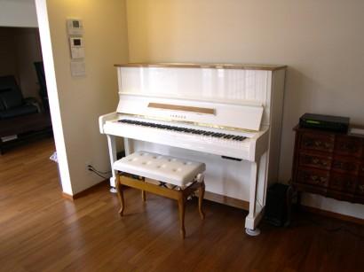 前回の【一部木目仕様】のピアノ