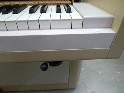 ピアノ弱音器 レバー